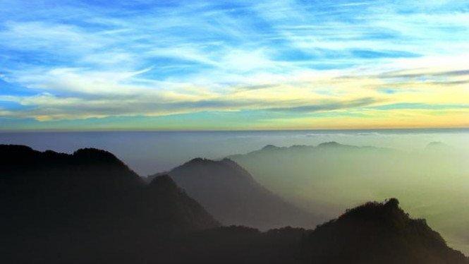 salah satu gunung dengan pesona alam yang indah di bandung