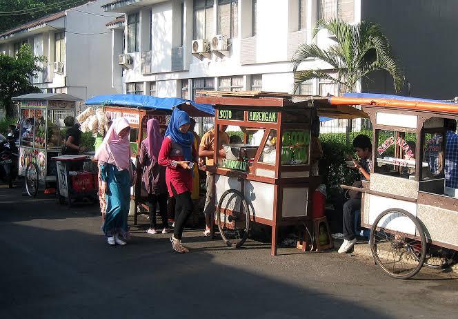 Kuliner Kaki Lima di Bandung